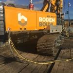 BodemBouw Cutter Soilmix machine Bauer RG21 naast het spoor