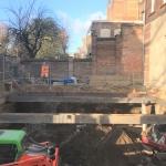 ontgraven bouwkuip met stempelraam