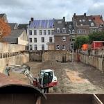 Ontgraven bouwkuip met stempelconstructies
