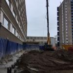 Productie strak tegen bestaande flatgebouwen